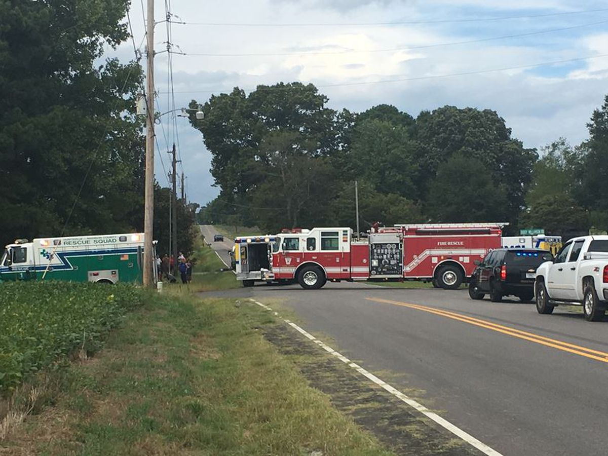 Crews on scene of wreck in Hazel Green