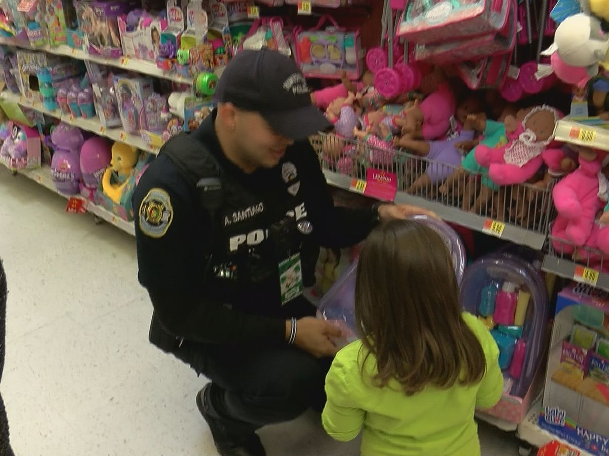 Hometown 'heroes' take kids shopping for Christmas