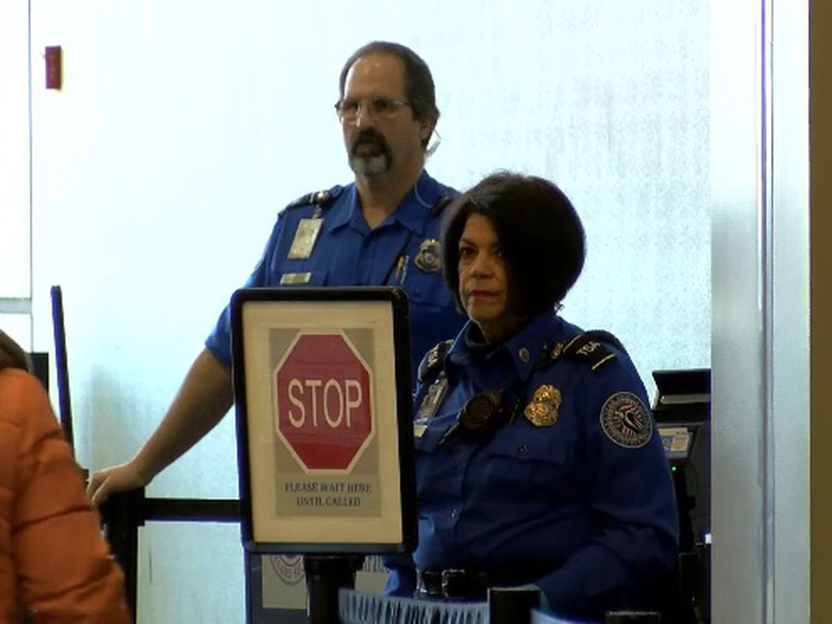 Businesses, passengers show support for unpaid airport workers at HSV