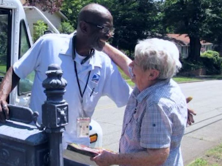 Neighborhood throws party to say goodbye to retiring mailman