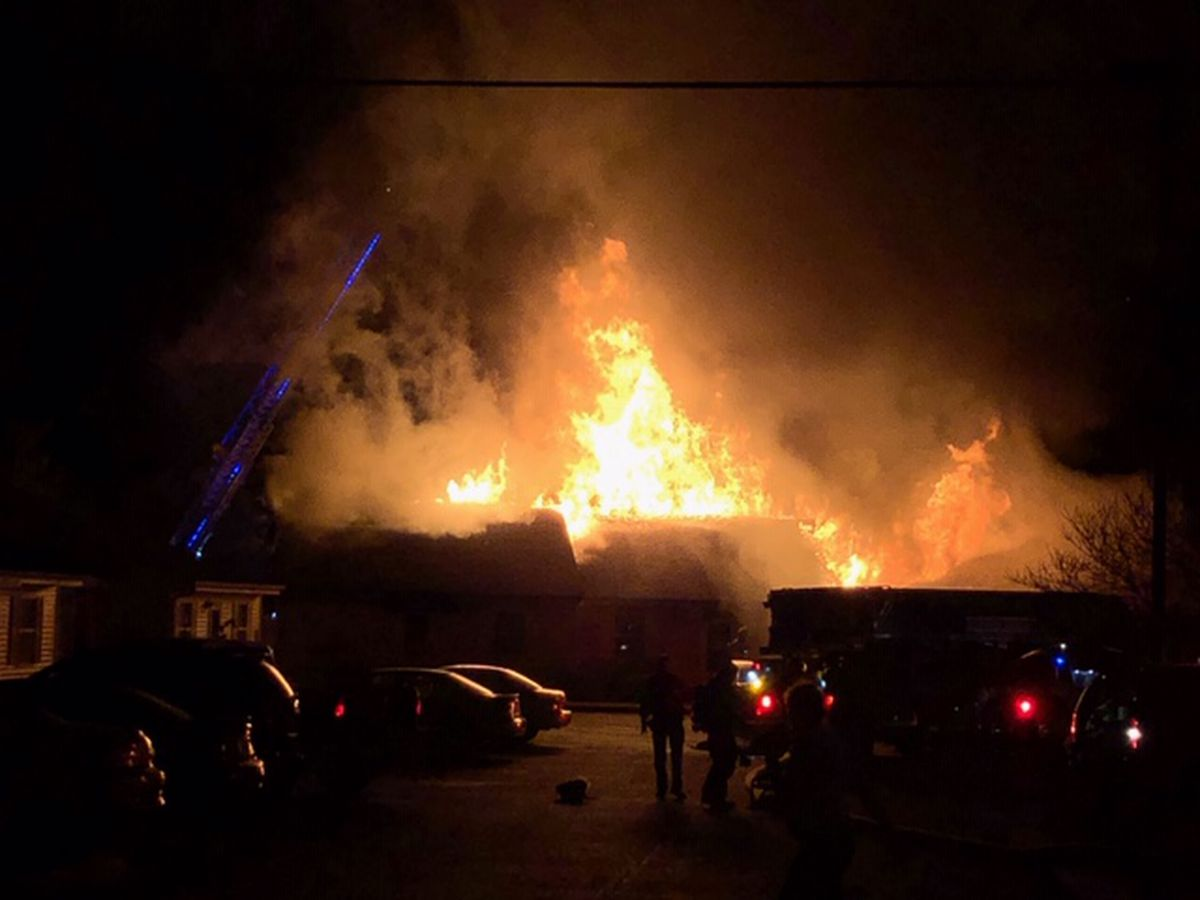 Officials: 10 families displaced, 1 person critically injured after fire in Lawrenceburg, TN