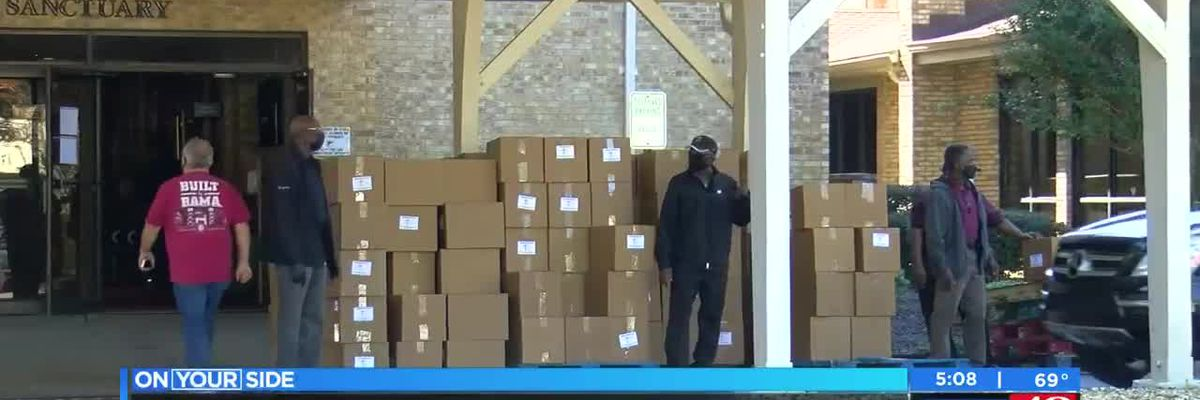 Church gives away free groceries in Huntsville