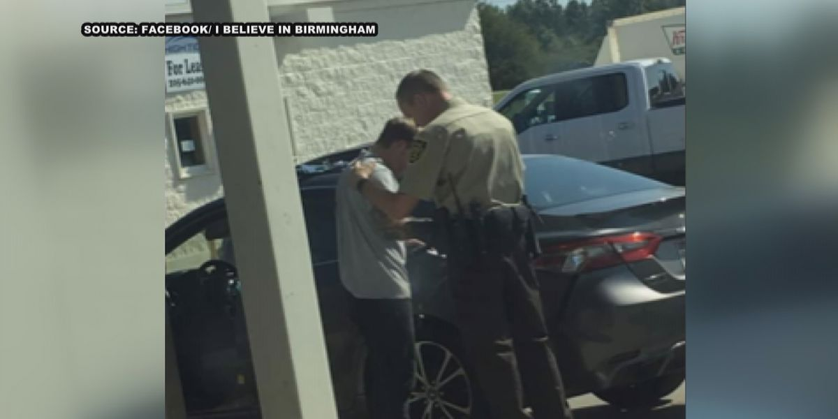 Photo of Alabama deputy praying with man goes viral