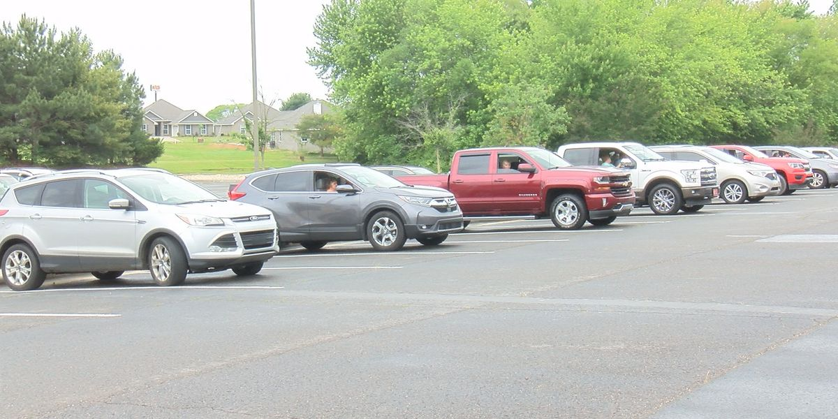 Lindsay Lane Baptist Church host final drive in service before reopening