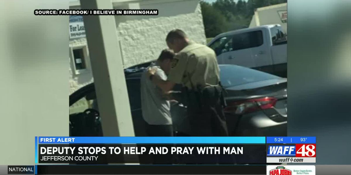 Photo of Alabama deputy praying with man goes viral