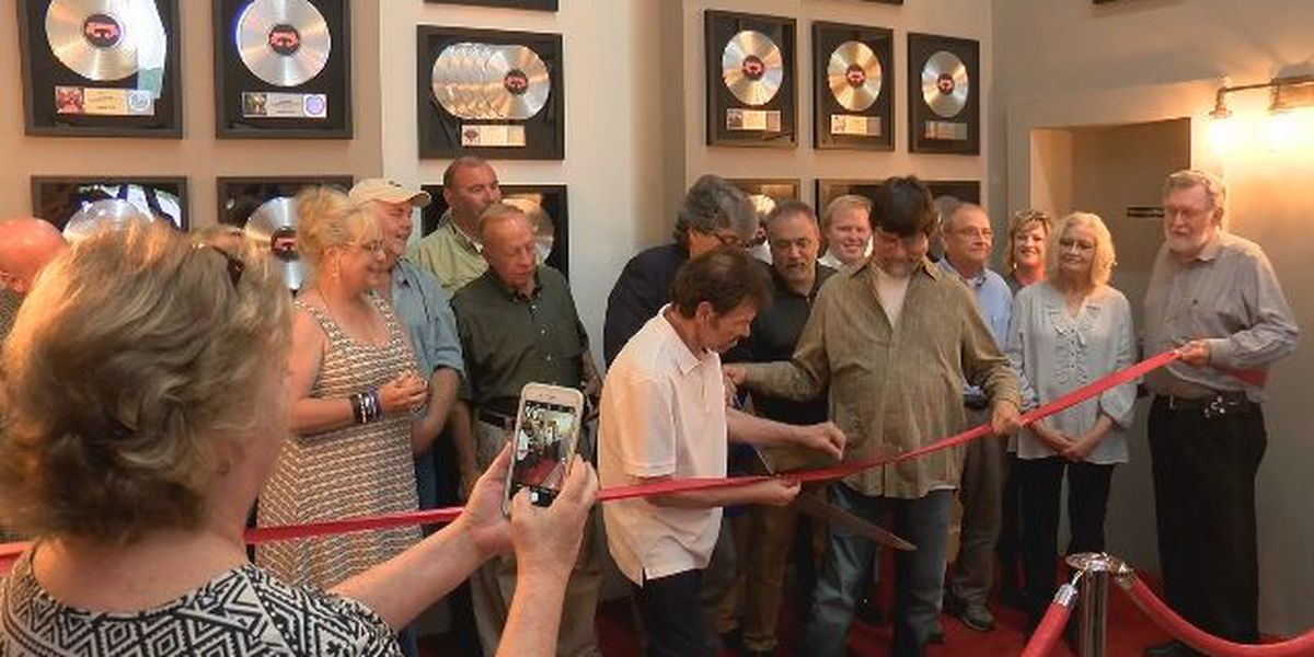 Grand reopening of Alabama Fan Club and Museum in Fort Payne