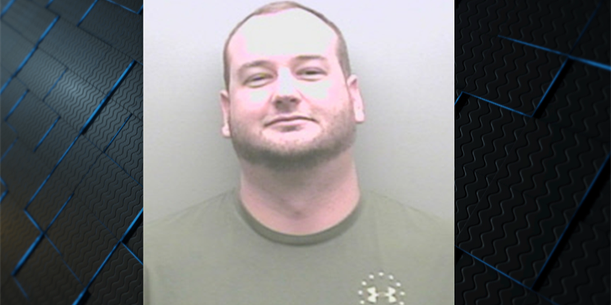 Jailer charged with helping sneak phone to Marshall County inmate