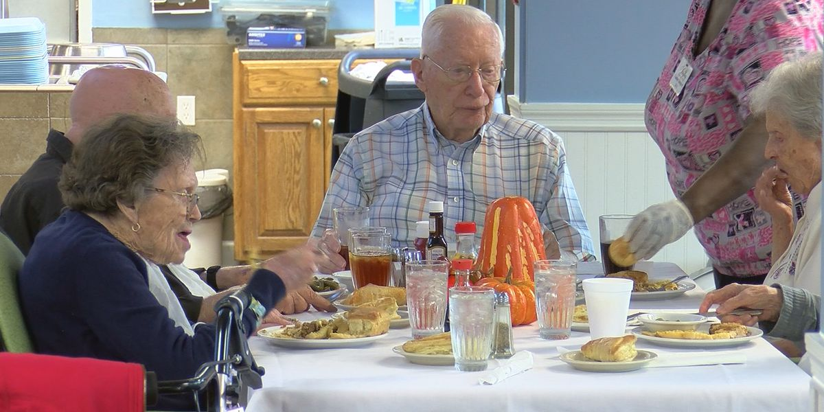 Nursing home hosts Thanksgiving celebration for residents