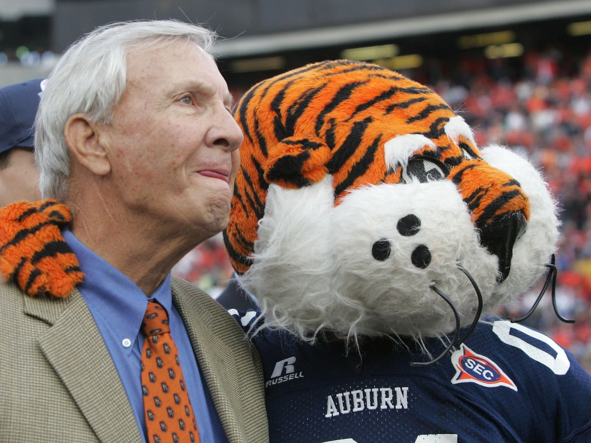 Reaction pours in as Pat Dye, legendary Auburn coach, dies at 80