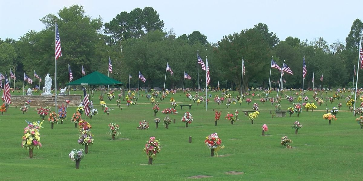 Decatur VFW on a mission to honor veterans' graves with wreaths