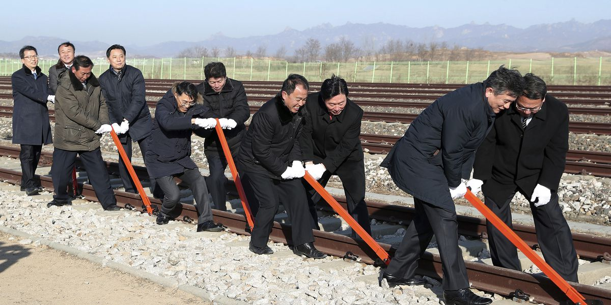 Koreas to pledge road, rail links on divided peninsula