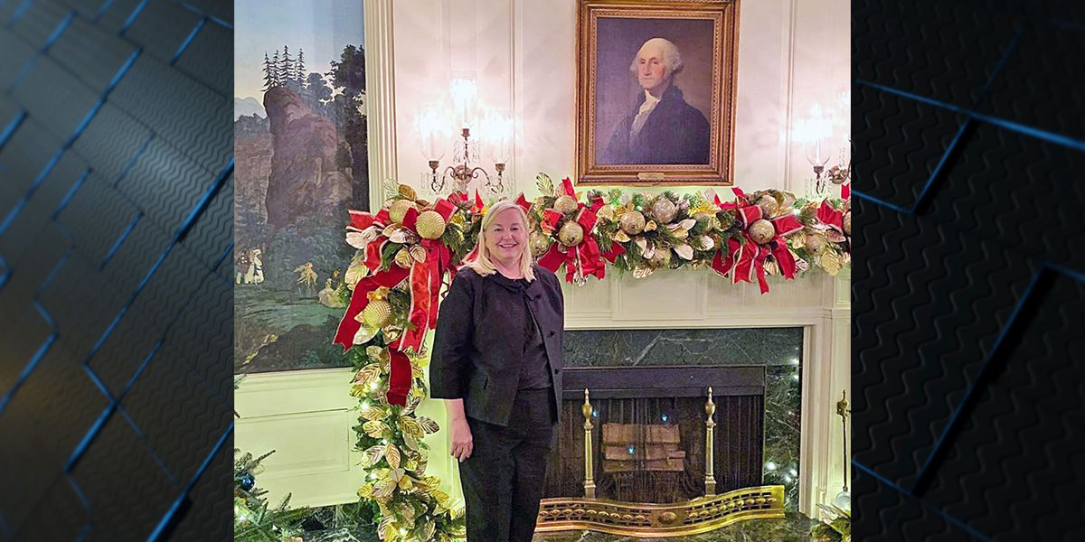 Athens woman helps decorate White House for Christmas