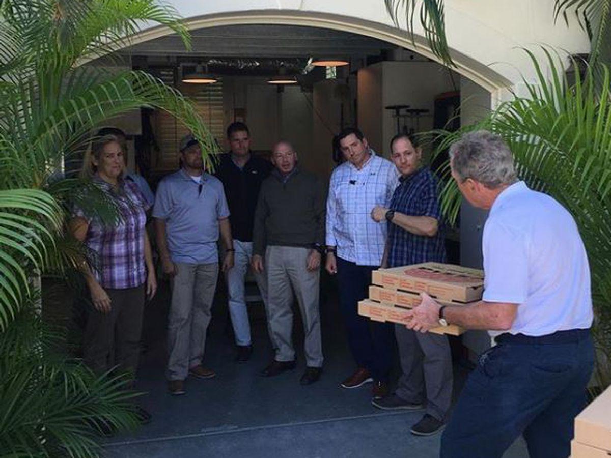 George W. Bush treats Secret Service team to pizza during shutdown