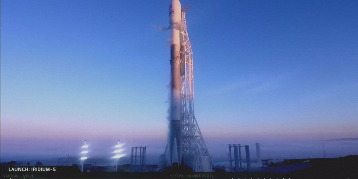 SpaceX launches 10 communications satellites