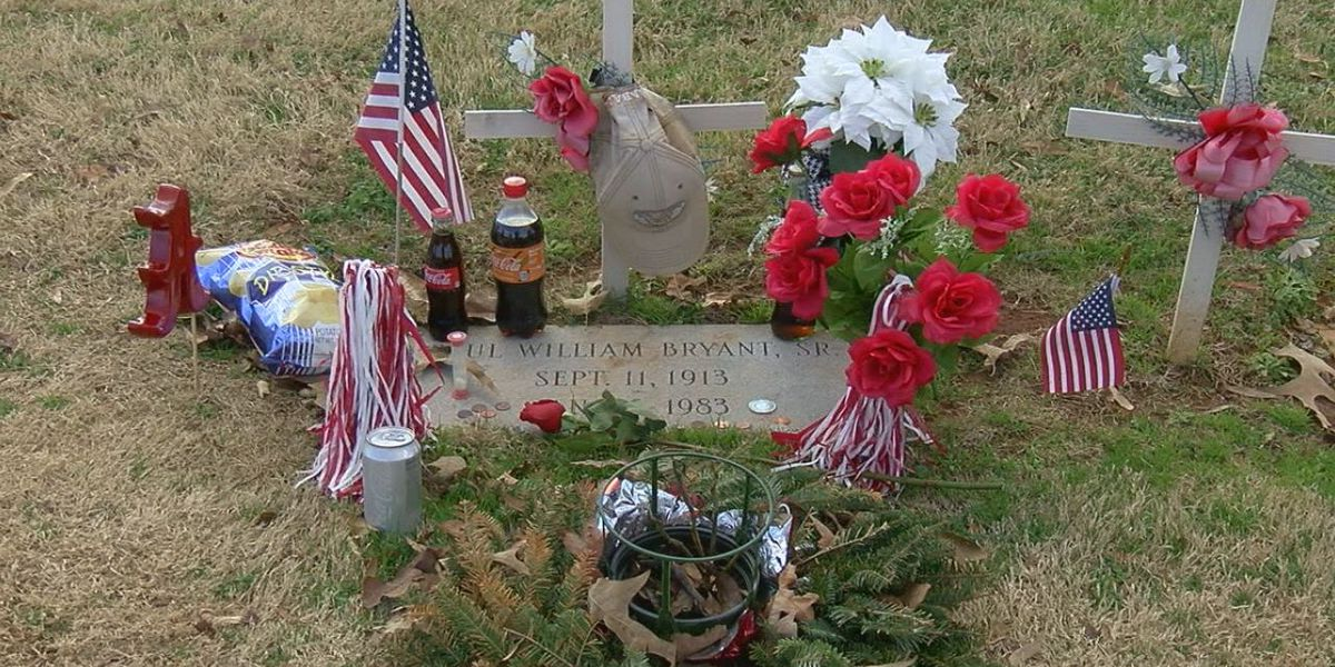 Fans decorate Bear Bryant's grave on anniversary of death