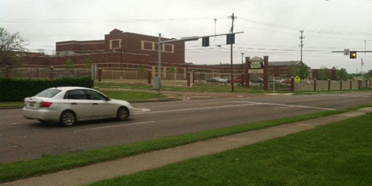 Police, paramedics respond to Lee High after girl stabbed with pen