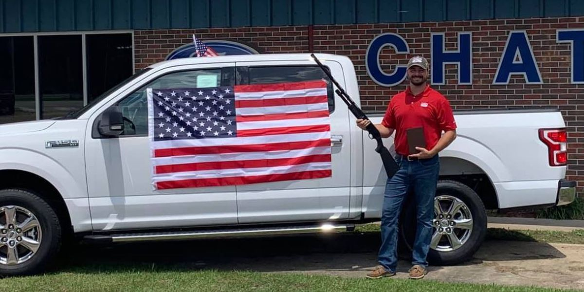 Dealership: Ford asked us to end ads giving buyers shotgun, Bible and flag