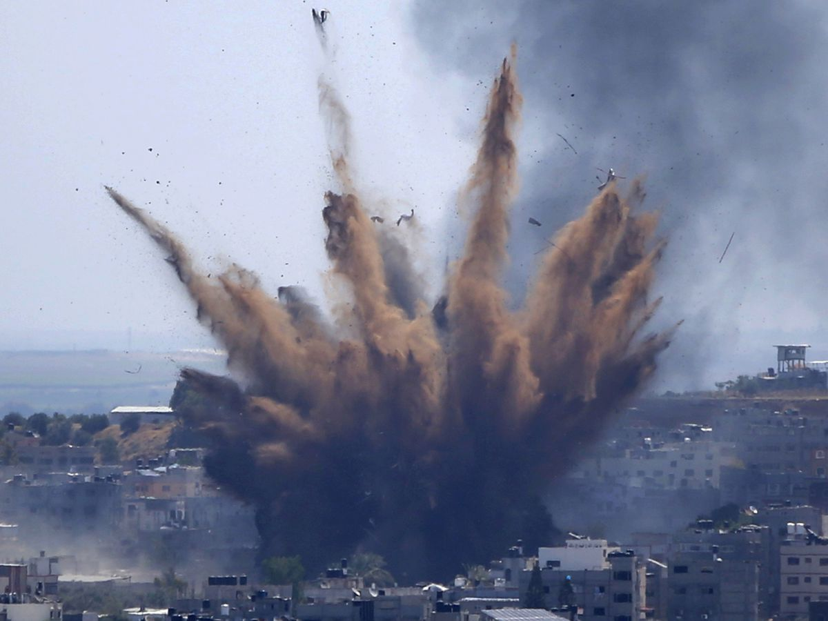 Israel threatens Gaza ground invasion despite truce efforts