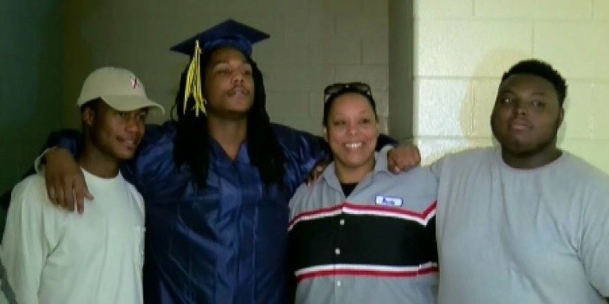 Student becomes 1st Alabama inmate to graduate high school inside jail
