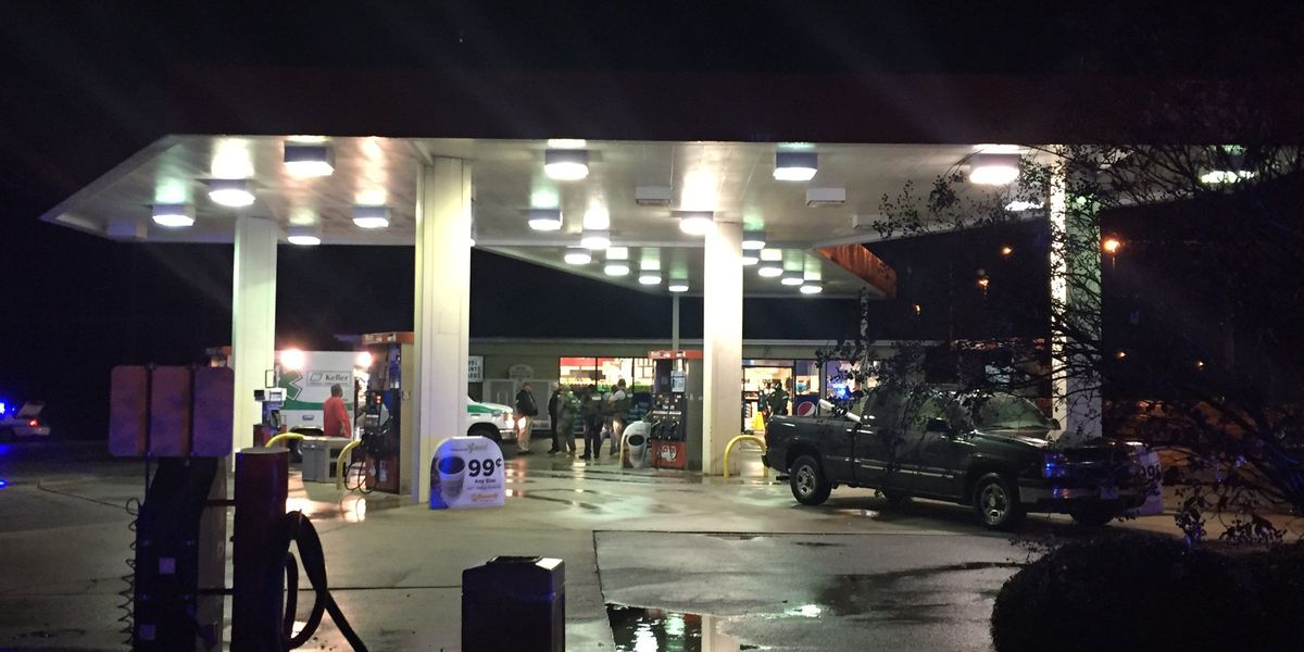 Man barricades himself in gas station restroom in Muscle Shoals