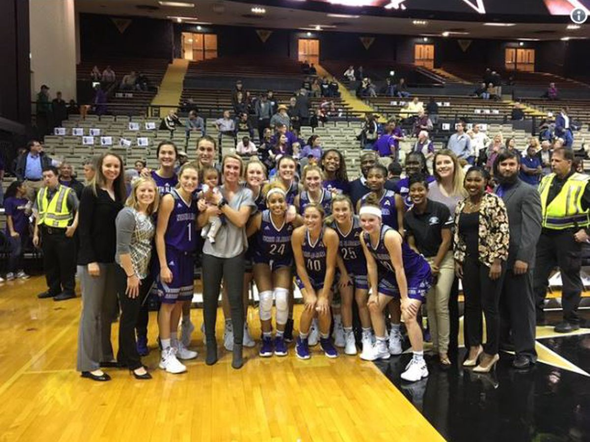 UNA stuns Vanderbilt in women's basketball