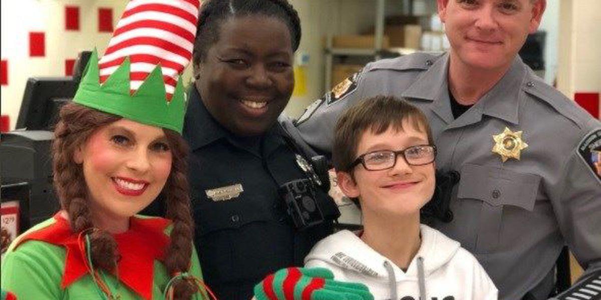 Deputies, officers bring holiday cheer to North Alabama families