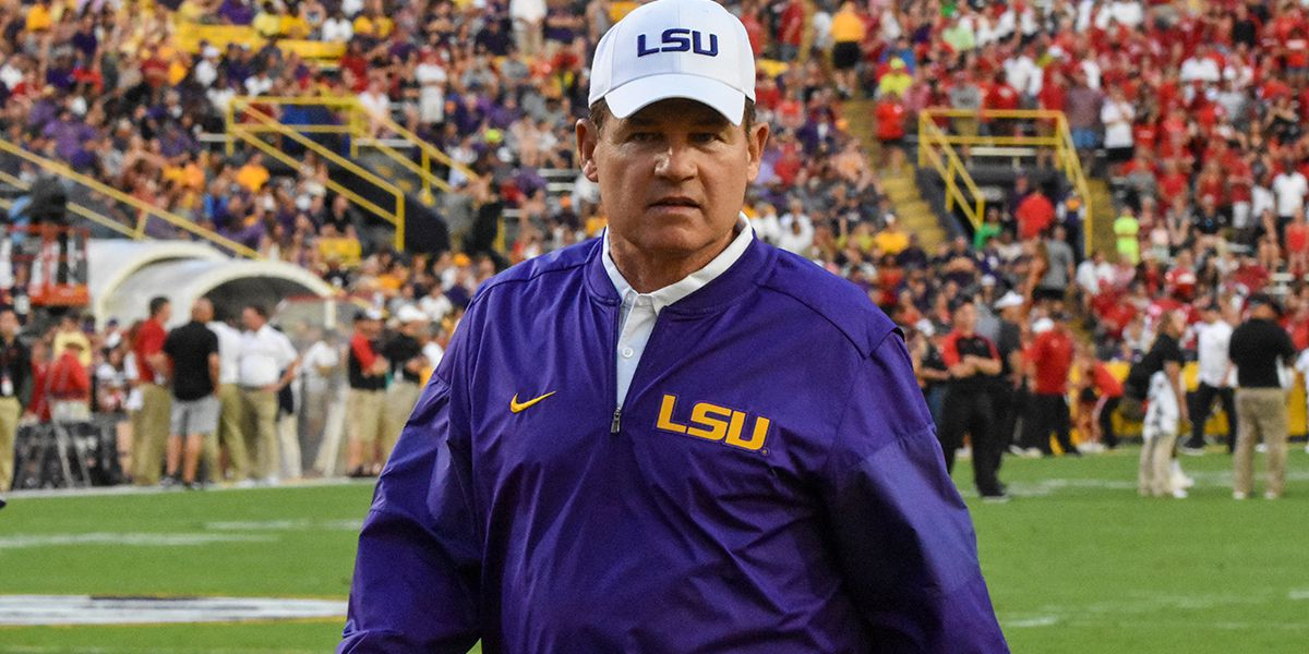 REPORT: Les Miles was reprimanded by LSU in 2013 for inappropriate behavior with female students