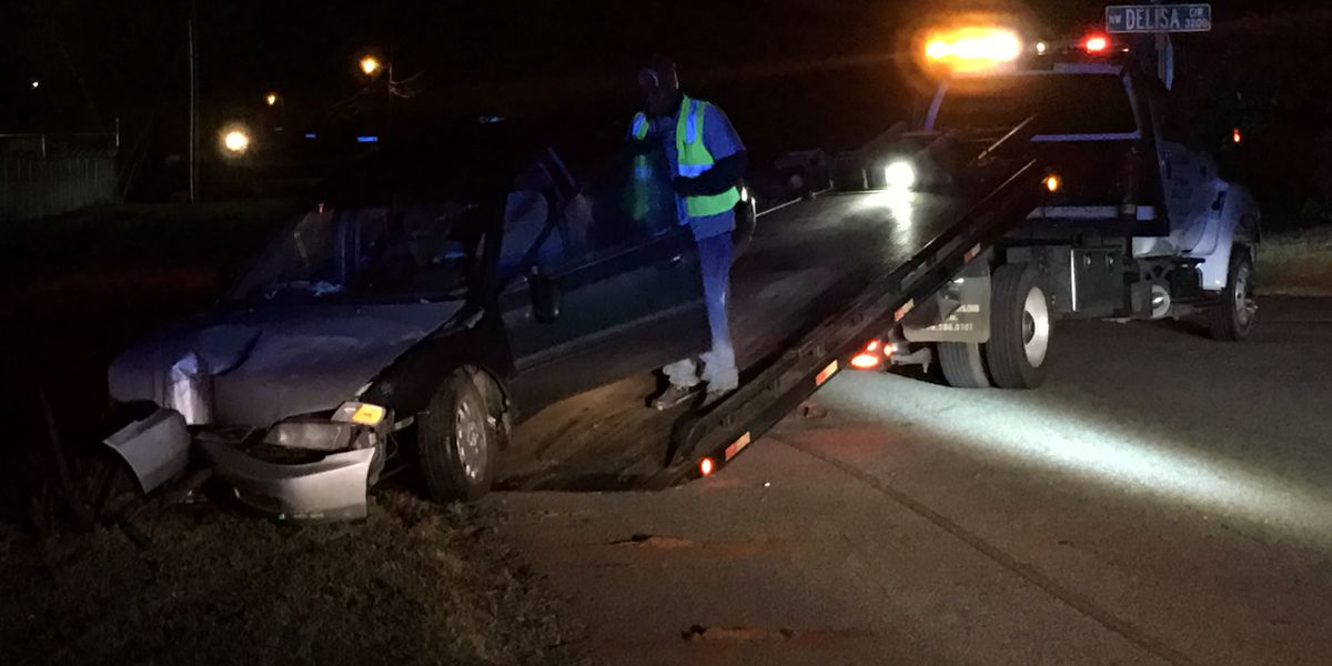 Early morning wreck under investigation in Huntsville