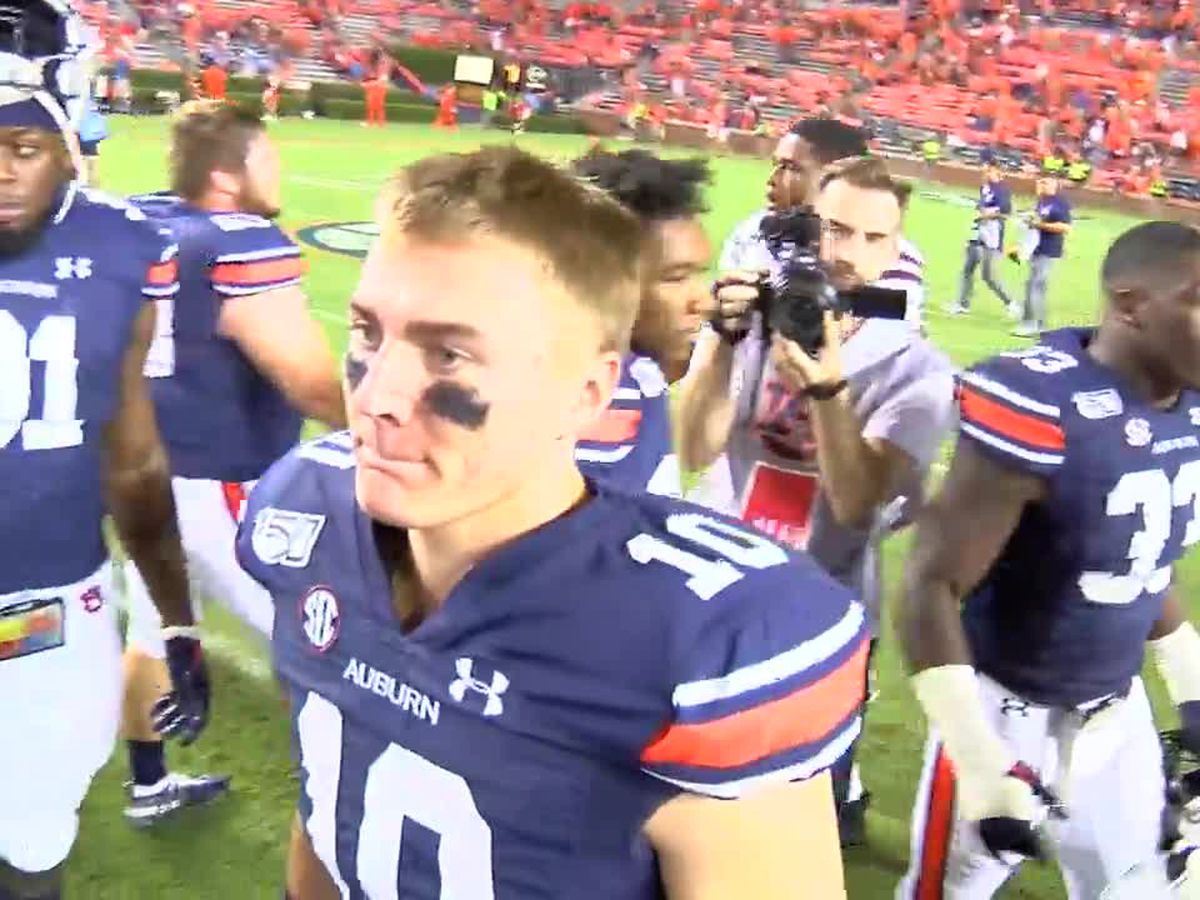 Auburn QB Bo Nix talks more than just football with his dad, another former AU quarterback