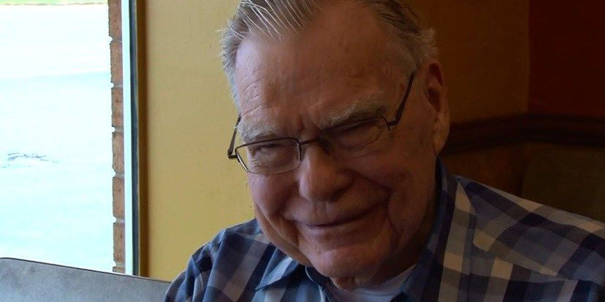 Strangers pay it forward to WWII vet as a 'Thank You'