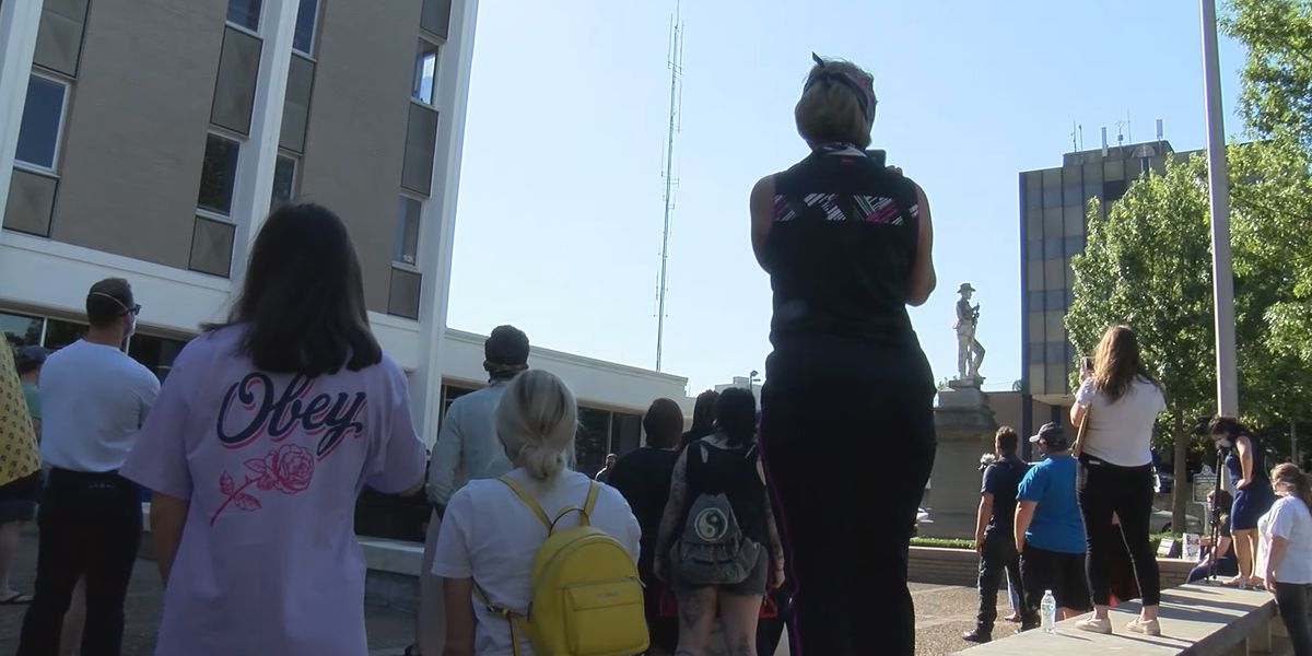 Hundreds rally for Confederate statue's removal at Lauderdale County Courthouse