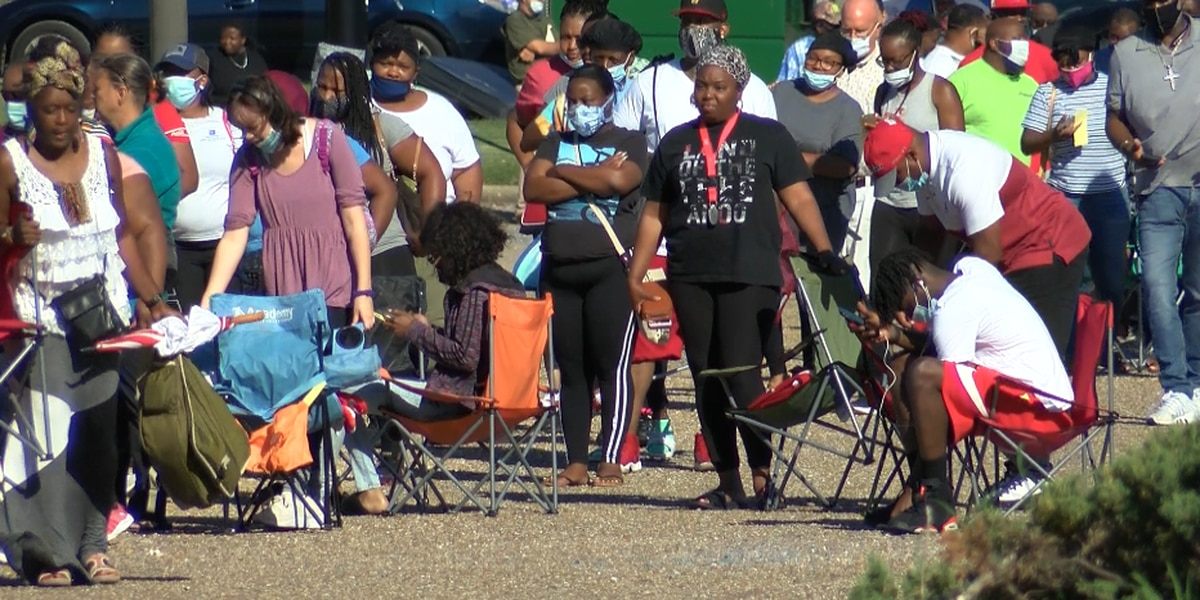 Hundreds camp out in long lines to discuss unemployment claims