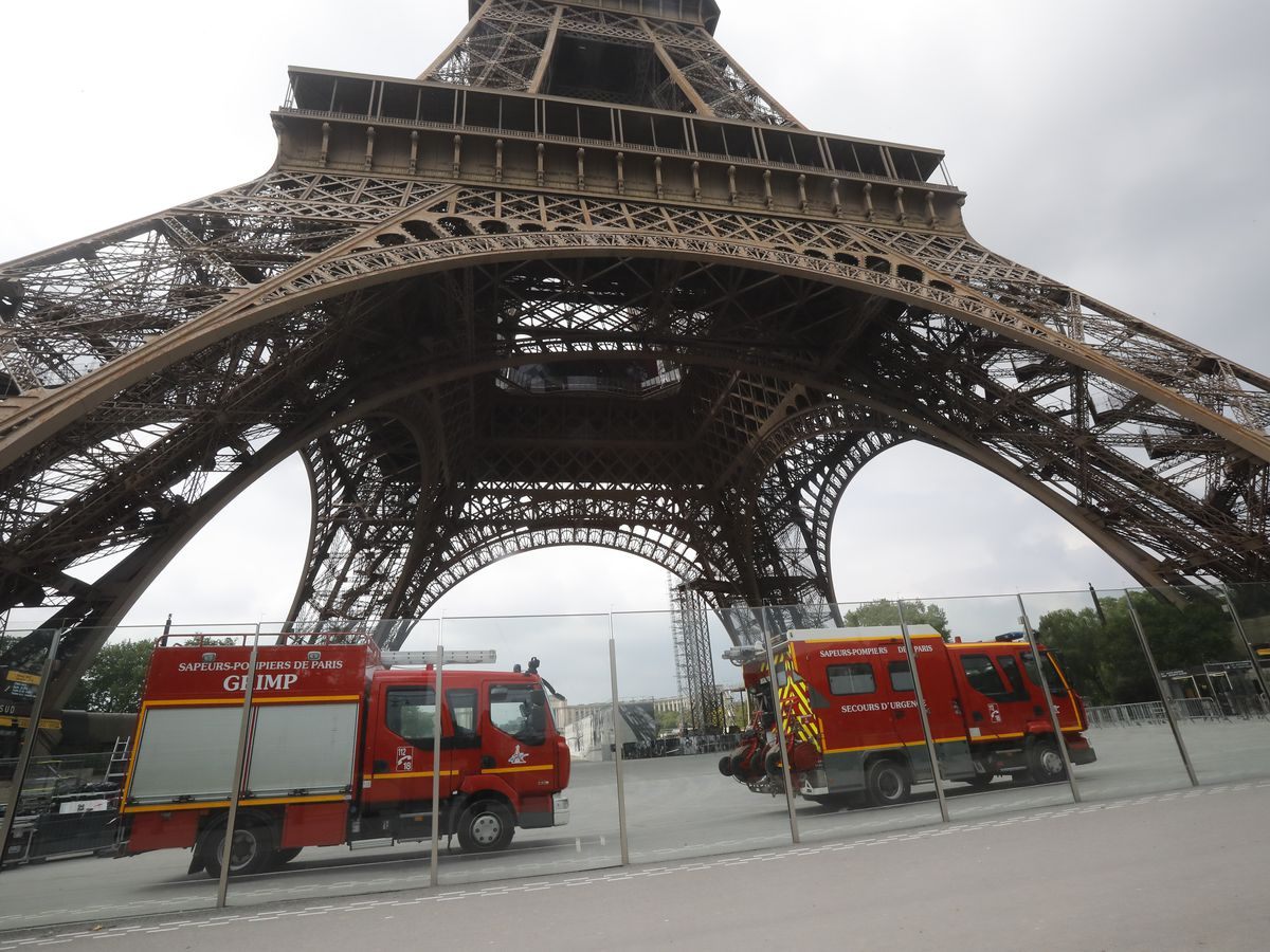 Rescuers finally persuade Eiffel Tower climber to come down