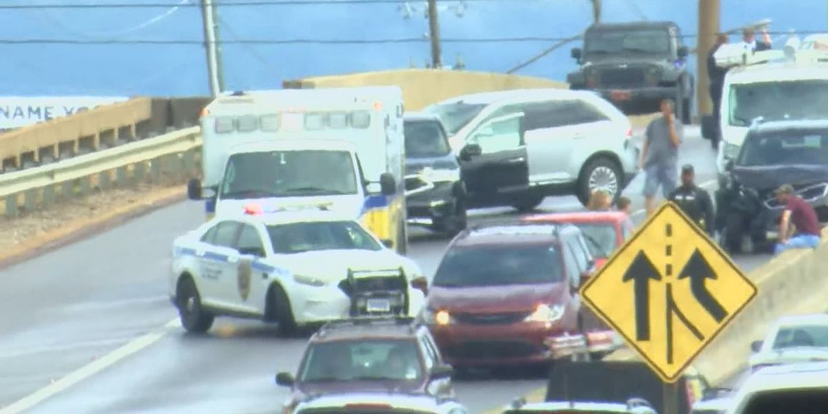 Multiple crashes causing delays on Memorial Parkway