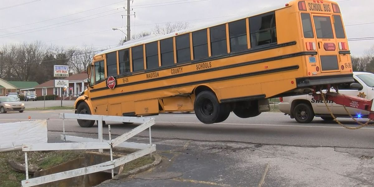 3 students injured in school bus wreck in Meridianville