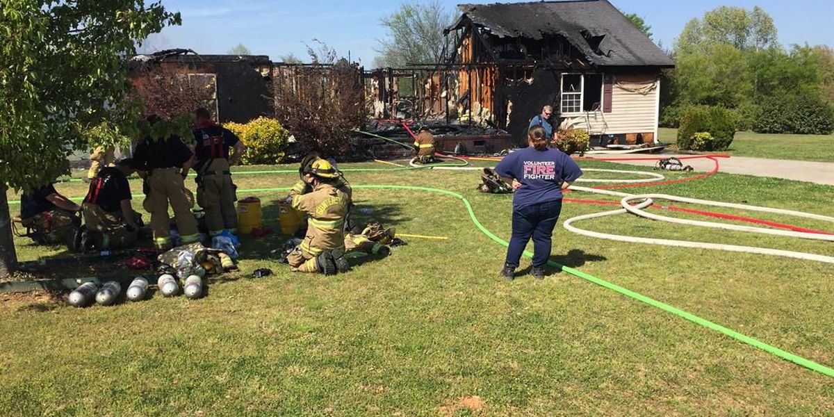 Woman escapes, cat dies in house fire near Guntersville, family says