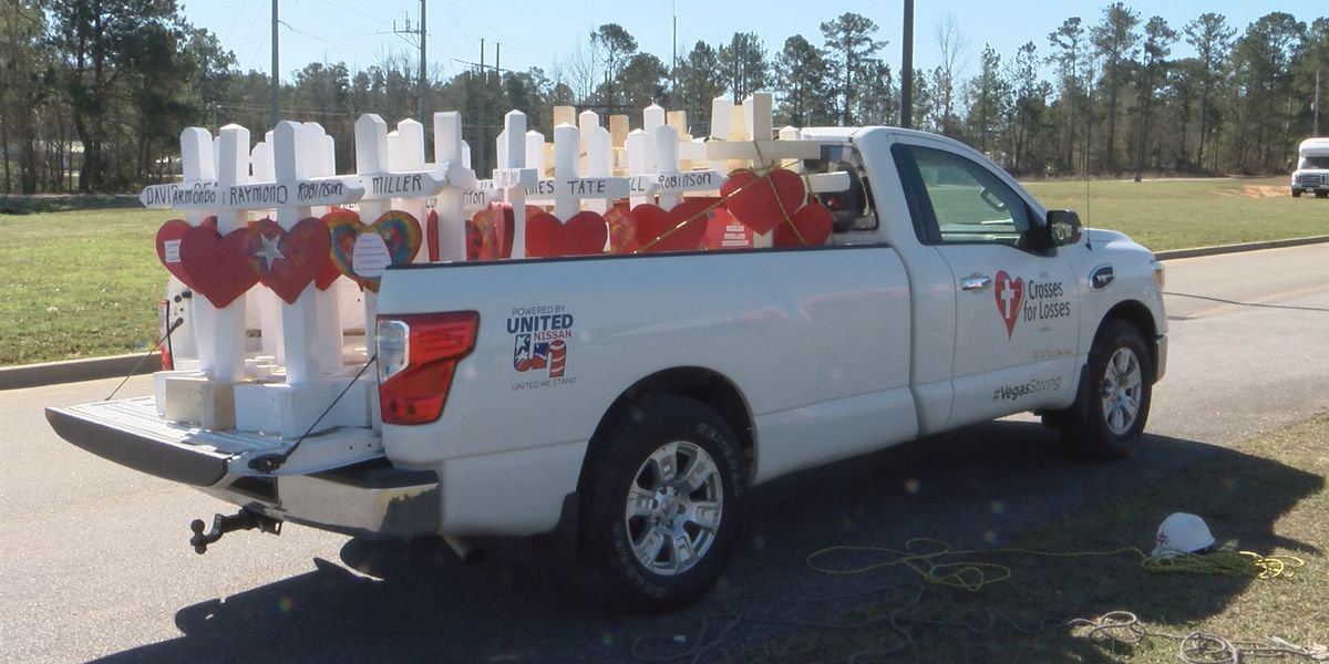 Retired Illinois carpenter builds, delivers crosses for Alabama tornado victims